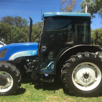 Photo 3. NEW HOLLAND TN95D tractor