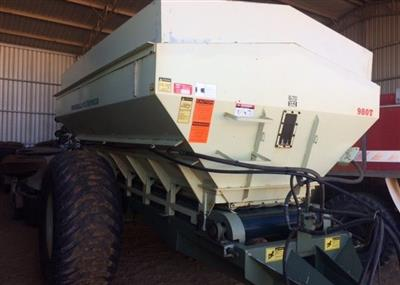 Photo 1. Marshall 980T spreader