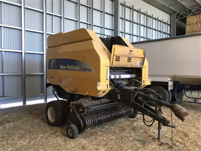 Photo 3. NEW HOLLAND BR750A round baler