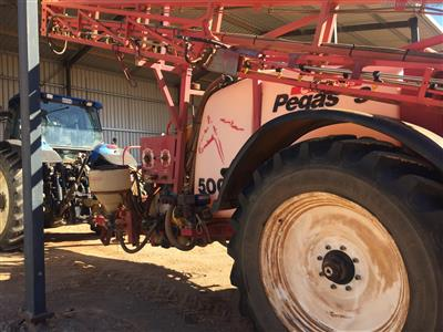 Photo 2. CROPLANDS PEGASUS 5028 boomsprayer
