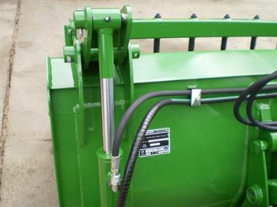 Photo 3. John Deere HD MP 2450MM bucket