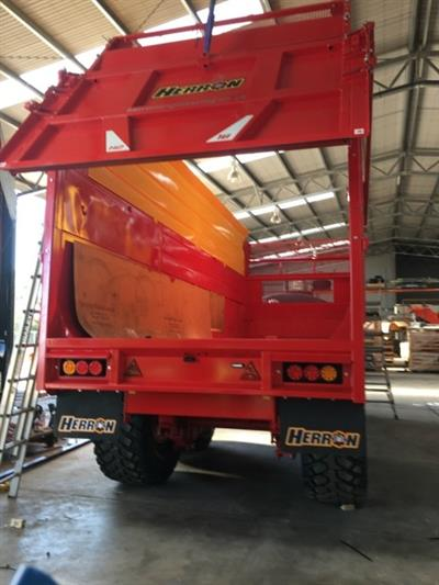 Photo 2. 18TON GRAVEL / GRAIN / SILAGE Farm Tipper/Trailer