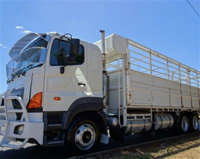 Photo 2. Hino FS -700 Series truck
