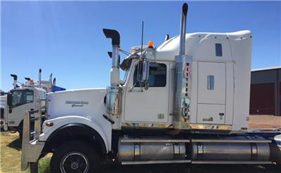 Photo 2. Western Star 4964FX Prime Mover