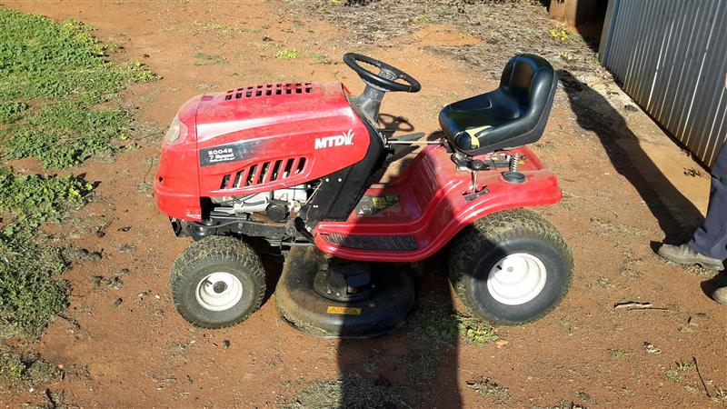 Photo 1. MTD20042 Ride on Mower