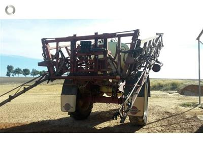 Photo 2. Hardi 5030N boom sprayer