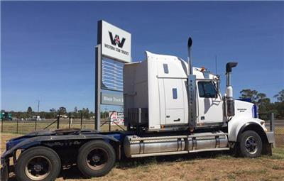 Photo 4. Western Star 4964FX Prime Mover