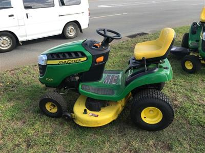 John Deere D105 ride on mower