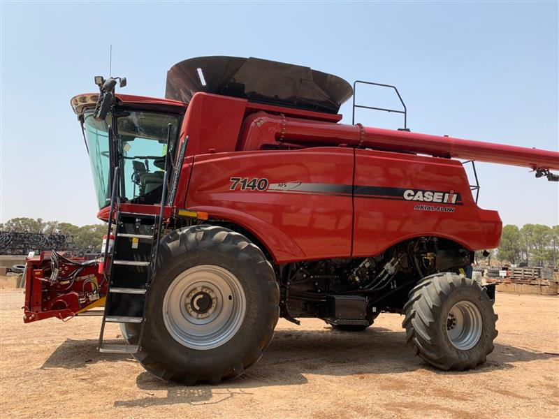 Photo 1. Case IH 7140 Axial Flow Combine & 3152 40ft Front