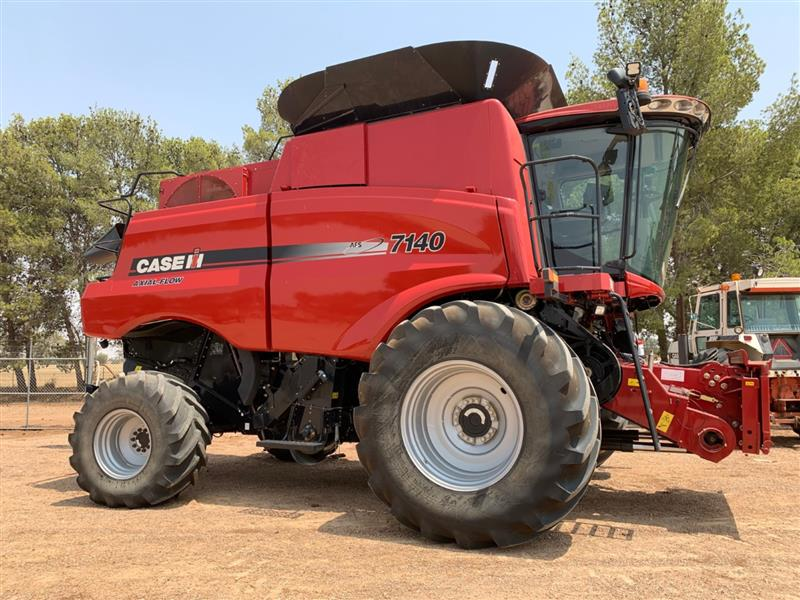 Photo 5. Case IH 7140 Axial Flow Combine & 3152 40ft Front