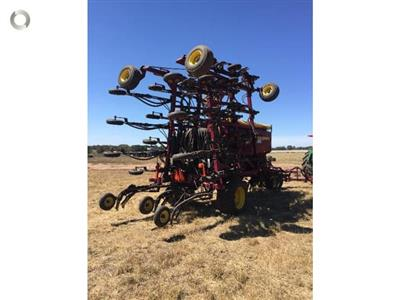 Photo 2. SEEDHAWK SH8010 - 30 SERIES airseeder