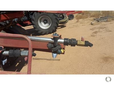 Photo 2. Hardi 5033 Series 1 boom sprayer