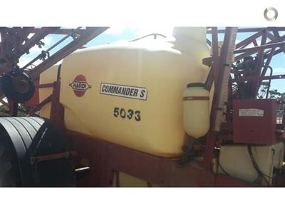 Photo 3. Hardi 5033 Series 1 boom sprayer