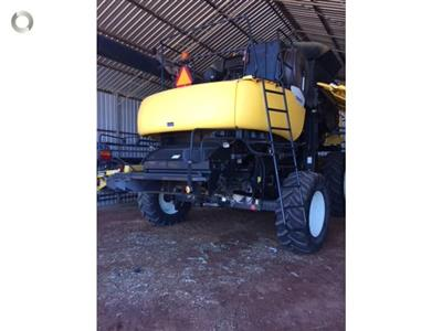 Photo 3. New Holland CR960 combine harvester