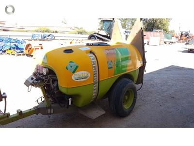Photo 2. Agrimaster 2000L Airblast Sprayer