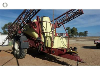 Photo 3. Hardi 5030N boom sprayer