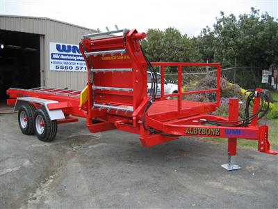 Photo 1. Albybone multi bale feeder