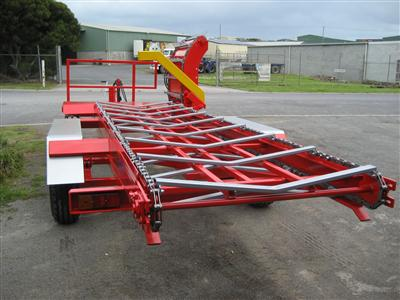 Photo 3. Albybone multi bale feeder