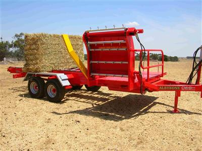 Photo 5. Albybone multi bale feeder