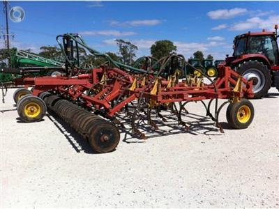 Photo 3. Bourgault 5710 Air Hoe drill