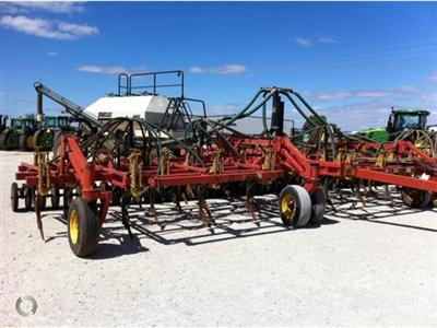 Photo 4. Bourgault 5710 Air Hoe drill