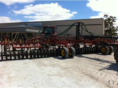 Photo 5. Bourgault 5710 Air Hoe drill