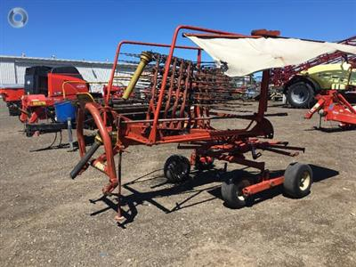 Photo 2. Kuhn GA4101 hay rake