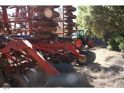 Photo 3. Bourgault 6450 airseeder