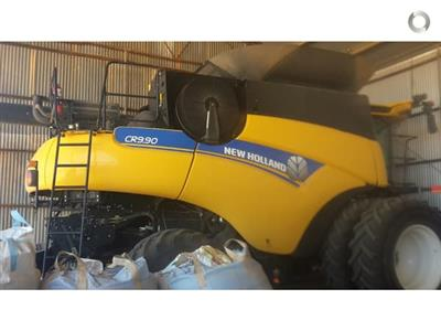 Photo 3. New Holland CR 9.90 combine harvester