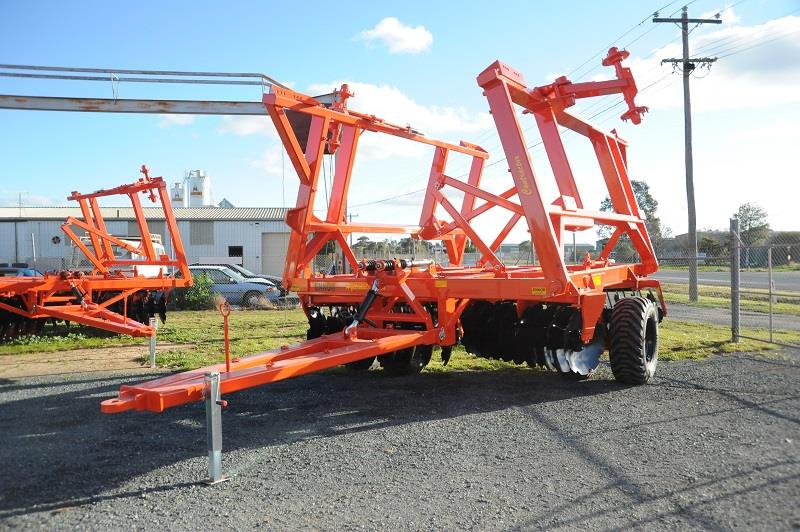 Photo 4. 28 Series Contractor 88 Plate Hydraulic Fold
