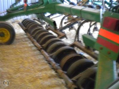 Photo 3. John Deere 1830 airseeder