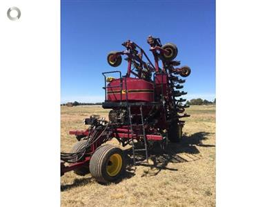 Photo 5. SEEDHAWK SH8010 - 30 SERIES airseeder