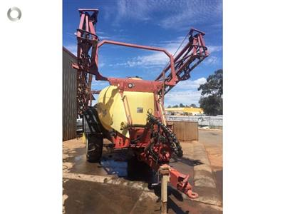 Photo 2. Hardi Navigator 4000LT boom sprayer