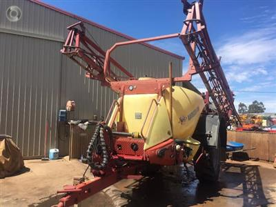 Photo 5. Hardi Navigator 4000LT boom sprayer