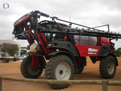 Photo 3. Miller Nitro 5365 self propelled sprayer
