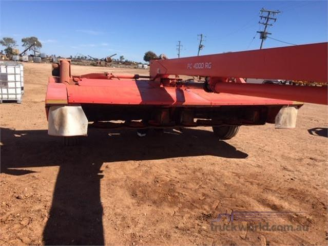 Photo 3. Kuhn FC4000RG Mower Conditioners