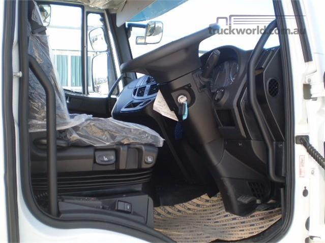 Photo 4. Iveco Eurocargo 160E25 Cab Chassis truck
