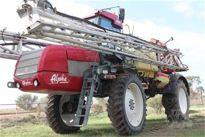 Photo 2. HARDI ALPHA 4100 self propelled sprayer