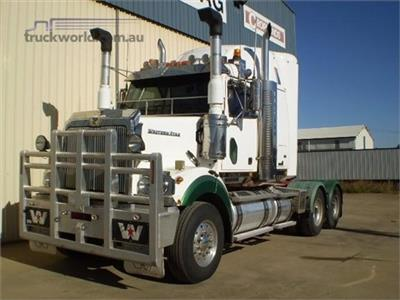 Photo 2. Western Star 4800FX Prime Mover