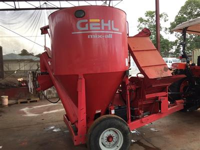 Photo 2. GEHL 125 mixing wagon
