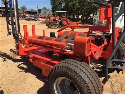 Photo 2. KUHN RW1610E TWIN bale wrapper