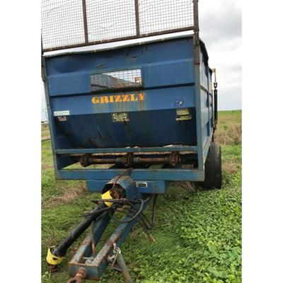 Photo 5. GRIZZLY G17 SPREADER