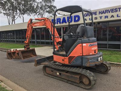 Photo 1. Used Hitachi Excavator ZAXIS35U