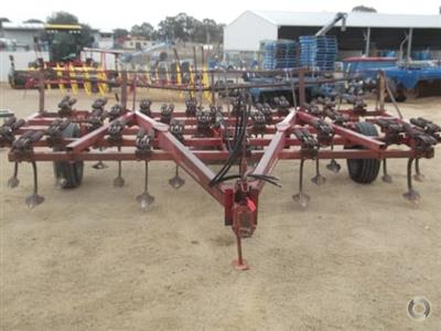 Photo 4. International 2-11 cultivator