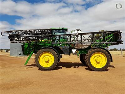 Photo 2. John Deere 4940 self propelled sprayer