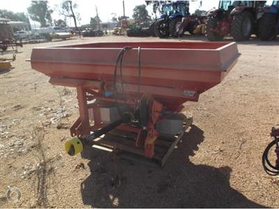 Photo 4. LELY 3155PD spreader