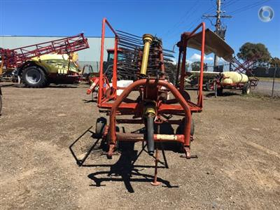Photo 3. Kuhn GA4101 hay rake