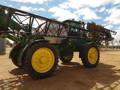 Photo 5. John Deere 4940 self propelled sprayer