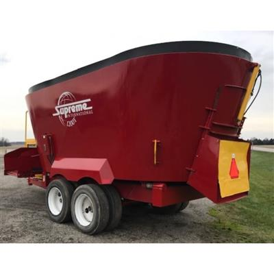 Photo 2. SUPREME 1200T mixing wagon