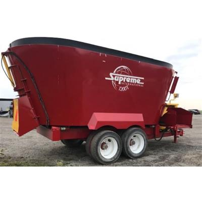 Photo 4. SUPREME 1200T mixing wagon